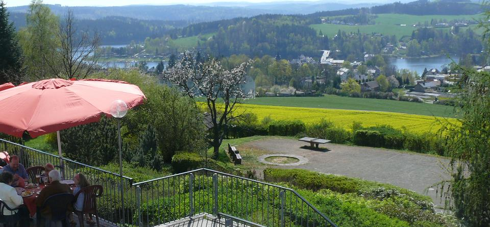 Terrasse mit Blick auf den Saalestausee